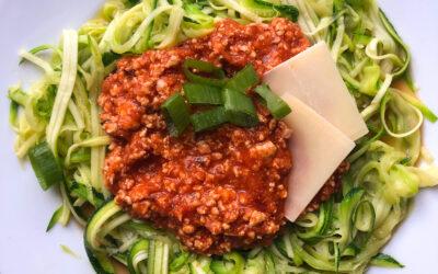 Spaghetti Bolognese bez glutenu – makaron z cukinii