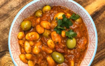 Fasolka z oliwkami w sosie pomidorowym – pyszny obiad lub kolacja